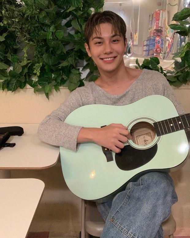 Penyanyi sekaligus penyanyi, Yong Zoo, mengisi suaranya untuk OST. Sweet Home