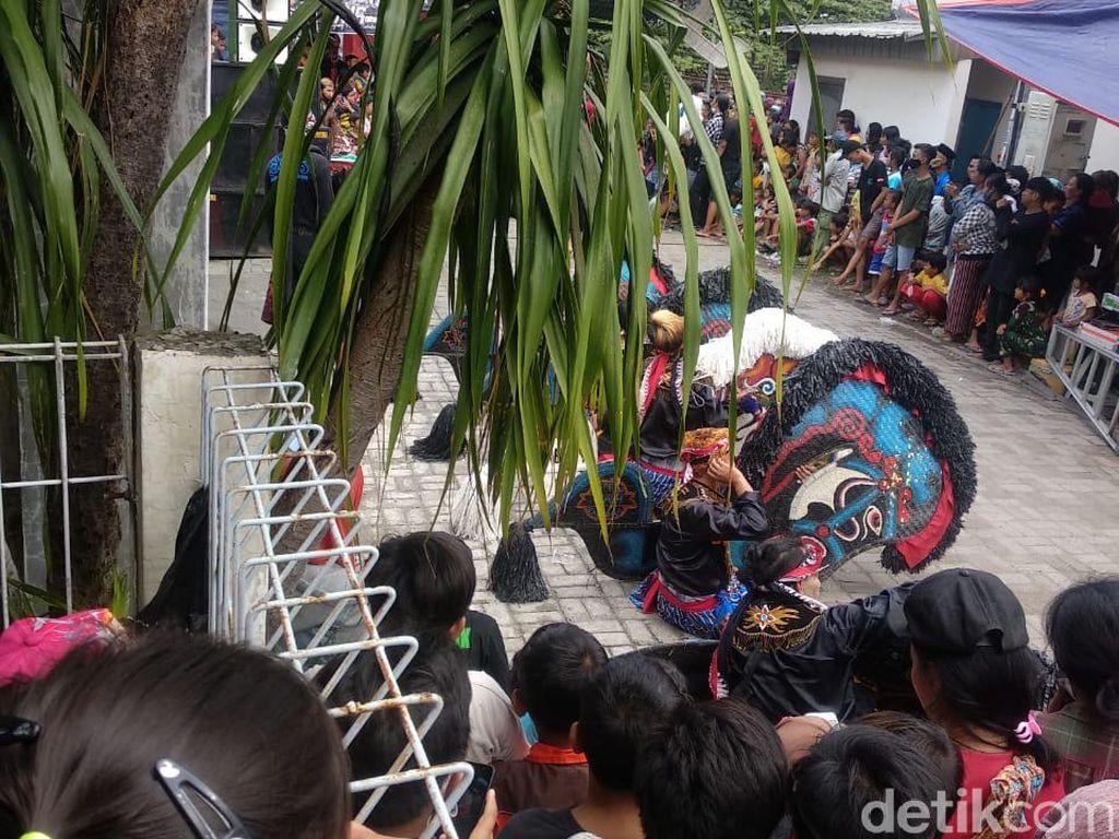Tari Jaranan Timbulkan Kerumunan Terpaksa Dibubarkan Polisi Surabaya