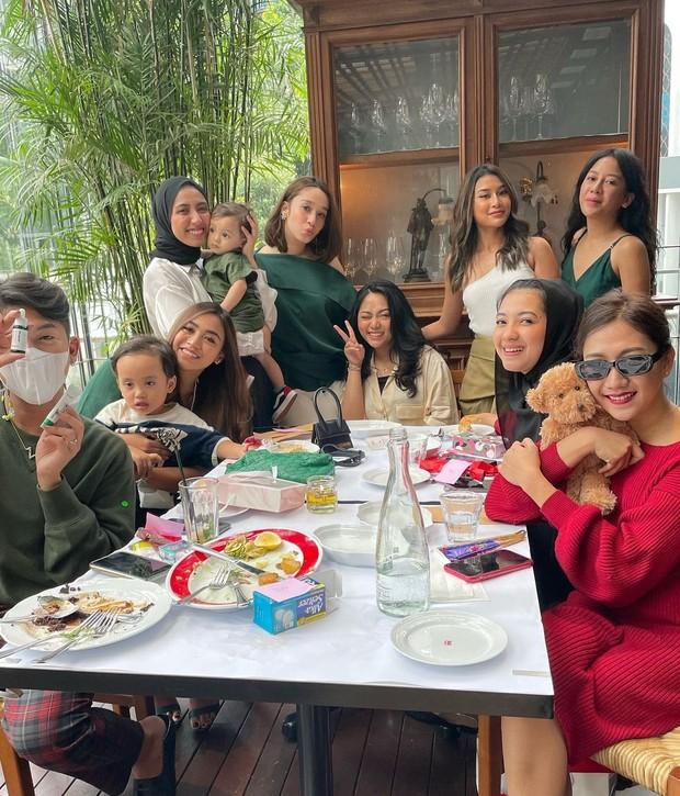 Rachel Vennya sedang kumpul bersama teman-temannya/instagram.com/rachelvennya