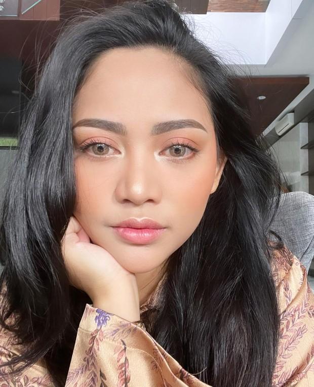Rachel Vennya sedang berpose termenung/instagram.com/rachelvennya