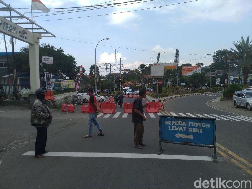 Polisi Berlakukan One Way di Kawasan Puncak Bogor Sore Ini