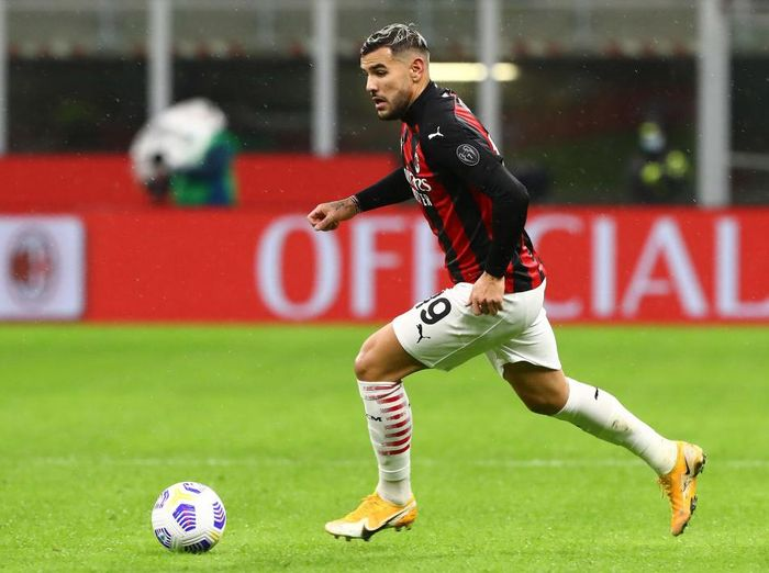 MILAN, ITALY - OCTOBER 26:  Theo Hernandez of AC Milan in action during the Serie A match between AC Milan and AS Roma at Stadio Giuseppe Meazza on October 26, 2020 in Milan, Italy.  (Photo by Marco Luzzani/Getty Images)