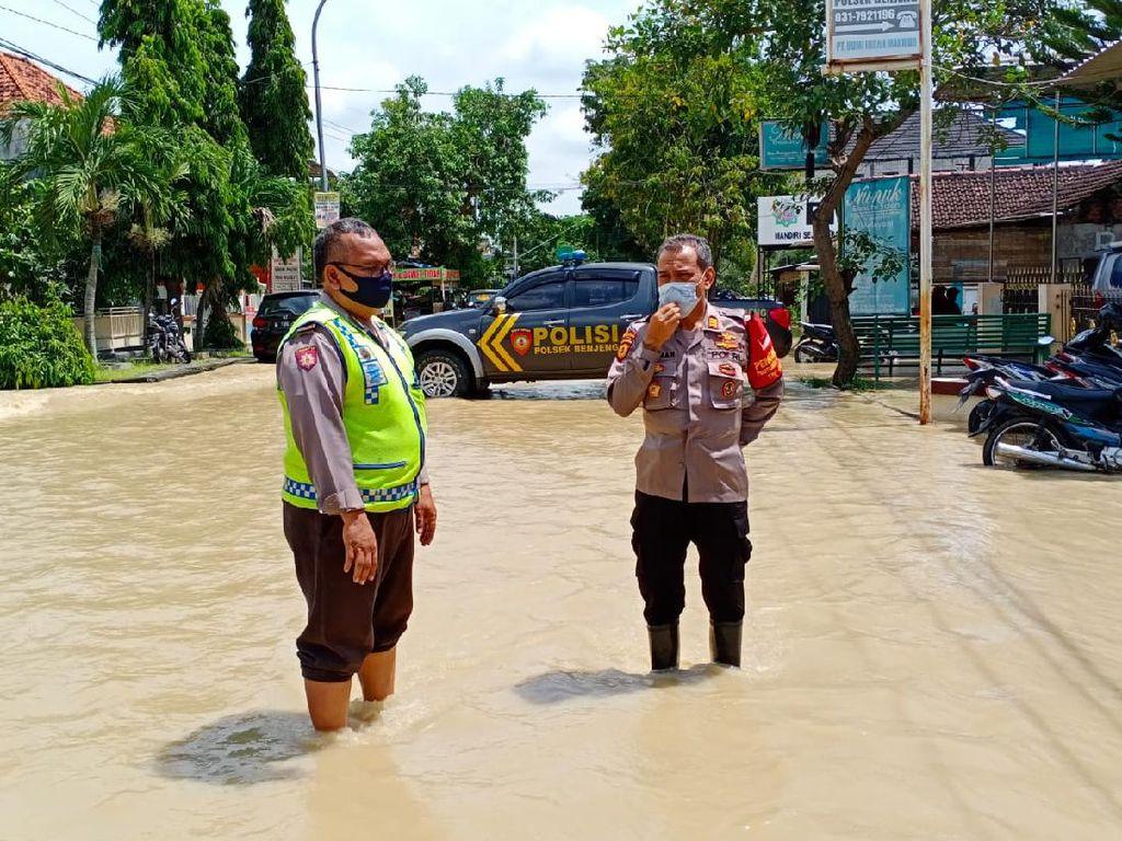 Polsek di Gresik Ini Kebanjiran, Dua Tahanan Dipindahkan