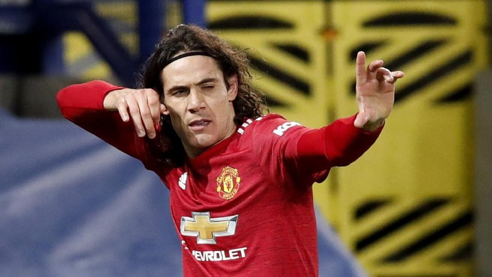 LIVERPOOL, ENGLAND - DECEMBER 23: Edinson Cavani of Manchester United celebrates after scoring their teams first goal during the Carabao Cup Quarter Final match between Everton and Manchester United at Goodison Park on December 23, 2020 in Liverpool, England. A limited number of fans (2000) are welcomed back to stadiums to watch elite football across England. This was following easing of restrictions on spectators in tiers one and two areas only. (Photo by Clive Brunskill/Getty Images)