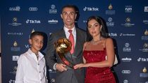 Ronaldo Jadi Orang Pertama dengan 500 Juta Follower, Apa Saja Isi Medsosnya?