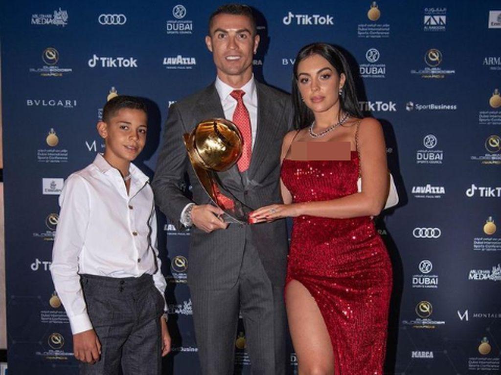 Georgina Rodriguez Temani Ronaldo di Red Carpet, Gaun Seksinya Bikin Salfok