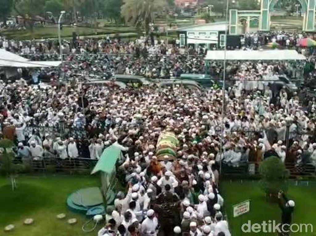 Ancaman Penyebaran COVID-19 Usai Kerumunan di Pemakaman Habib Hasan Assegaf