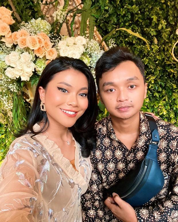 Potret kebersamaan Hanum Mega dan calon suami yang dibagikan di instagram.