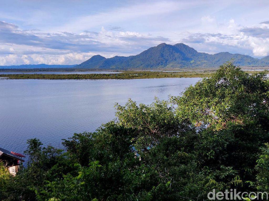 Menyambangi Indahnya Danau Sentarum, Jika Kering Bisa Dilewati Motor!