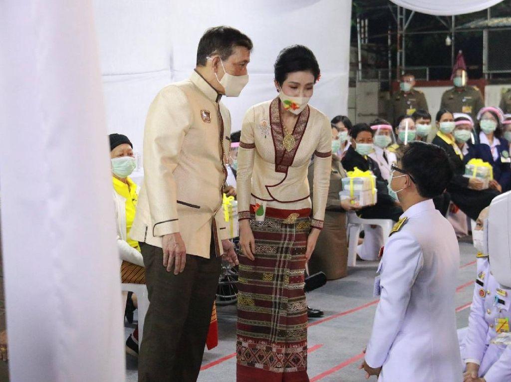 7 Foto Kebersamaan Raja Thailand dan Selirnya Saat Heboh Foto Syur Beredar