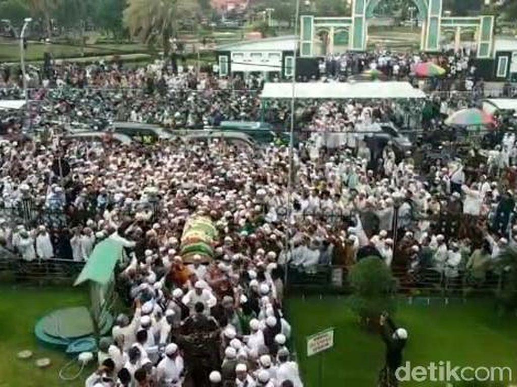 Polisi Turunkan Tim Dalami Kerumunan Saat Pemakaman Habib Hasan Assegaf