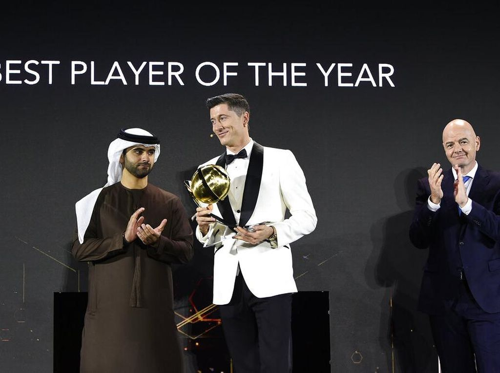 Gelar Pemain Terbaik Dunia Lewandowski Hadiah dari Ronaldo?