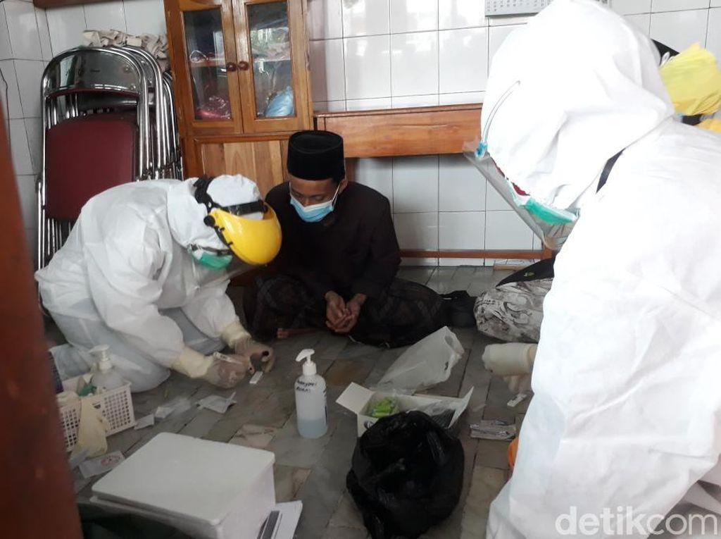 Tak Sesuai Target, Tracing Kerumunan Pemakaman Habib Hasan Assegaf Diperluas