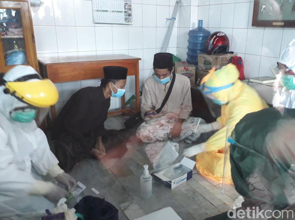 200 Orang Di-rapid Test Terkait Kerumunan Pemakaman Habib Hasan Assegaf