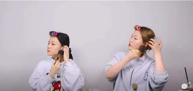 Aksi Lee Hi dan Lee Suhyun 'AKMU' dalam memoles shading pada wajah mereka.