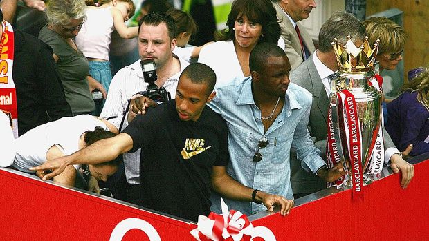 LONDON - MAY 16:  Thierry Henry (L) and Patrick Vieira are seen at the front of the bus outside the Islington Town Hall during the Arsenal Football Club victory parade to show the League Champions with their FA Barclaycard Premiership Trophy on May 16, 2004 in Highbury, London. (Photo by Clive Mason/Getty Images)