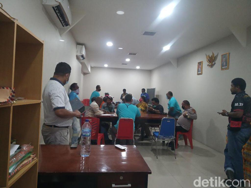 2 Anak Tewas, Massa Bawa Parang ke Lantas Mimika Tuntut Denda Rp 4 M