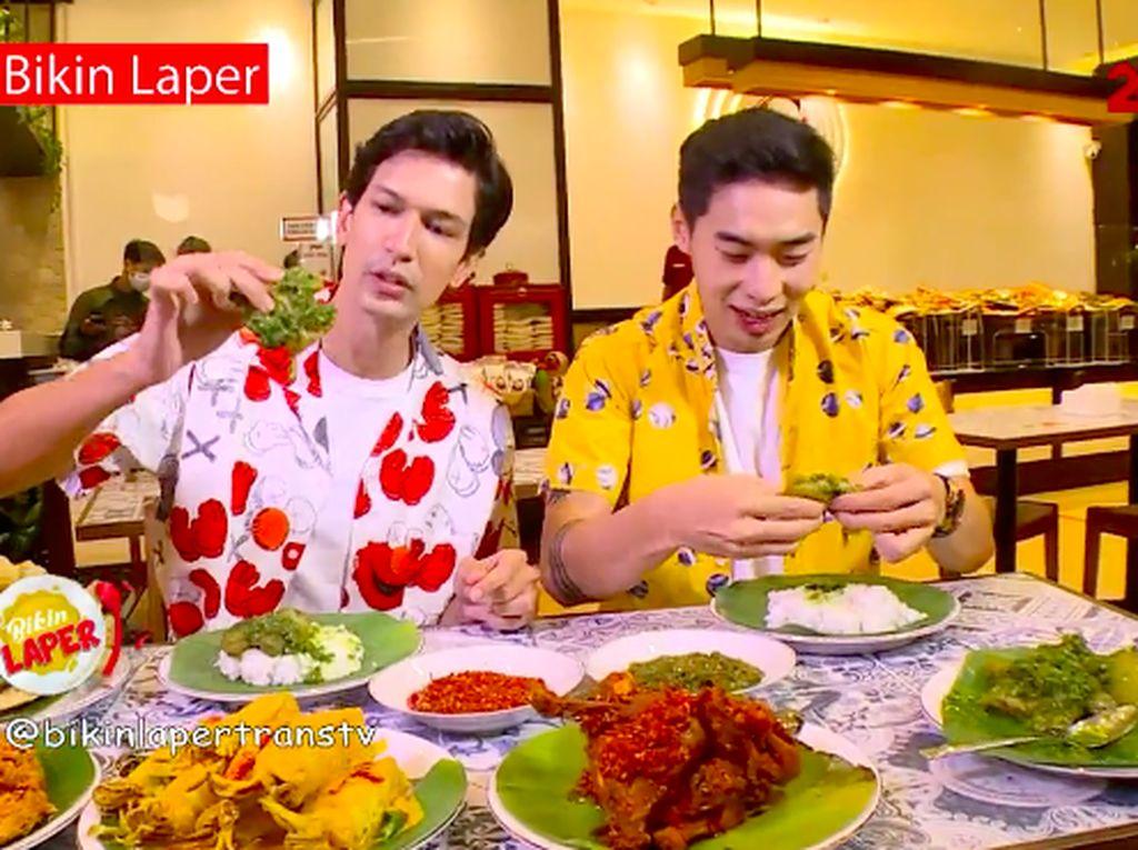 Bikin Laper! Nikmatnya Nasi Kapau Kikil Cabe Ijo dan Ayam Cabe Merah