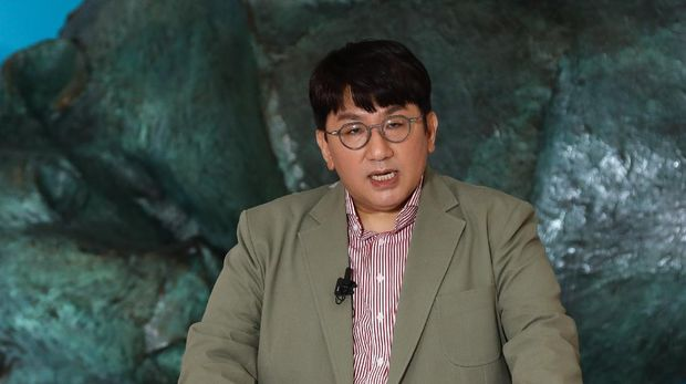 Bang Si-hyuk, founder of K-pop management agency Big Hit Entertainment who manage K-pop sensation BTS, speaks during the company's initial public offering ceremony at the Korea Exchange in Seoul on October 15, 2020. (Photo by SeongJoon Cho / POOL / AFP)