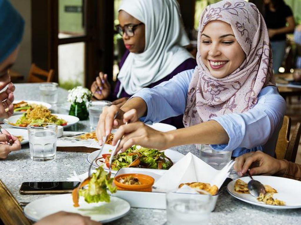 Pengunjung Ini Diusir Restoran Karena Berjilbab hingga Pakai Sandal Jepit