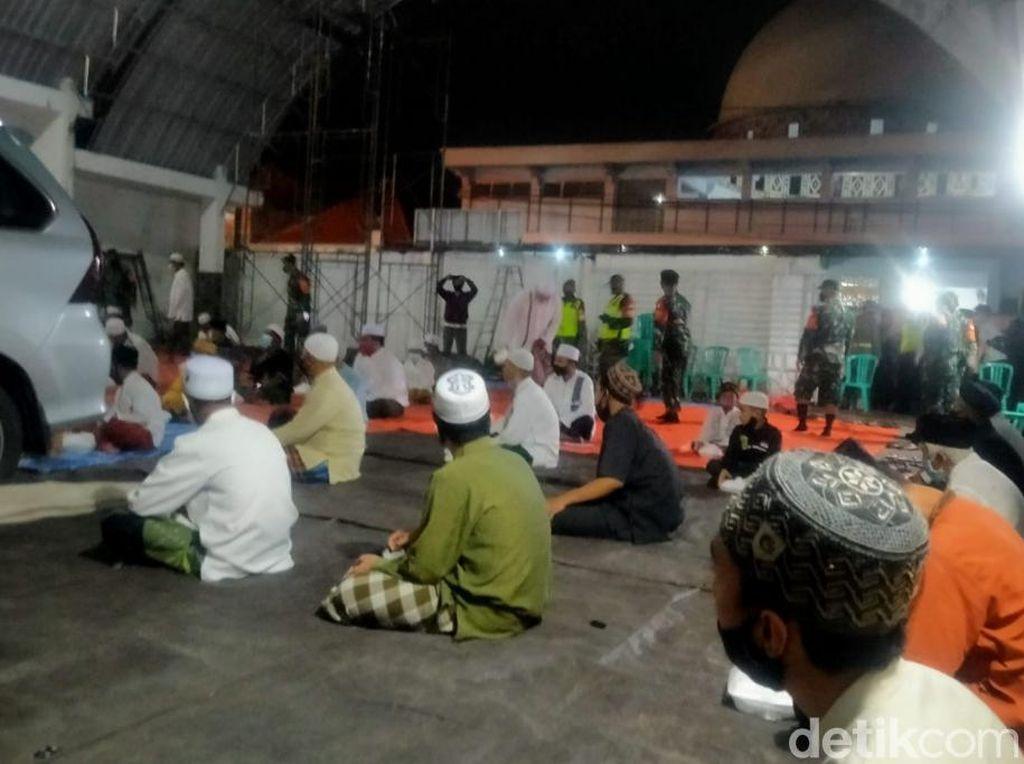 Tahlil Habib Hasan Assegaf Terapkan Prokes Ketat, Jemaah Jaga Jarak