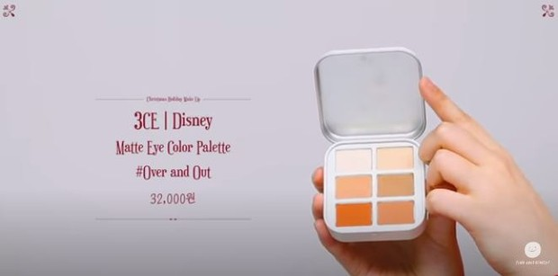 Lee Suhyun memakai 3CE Disney Matte Eye Color Palette Over and Out untuk produk make up liburannya.