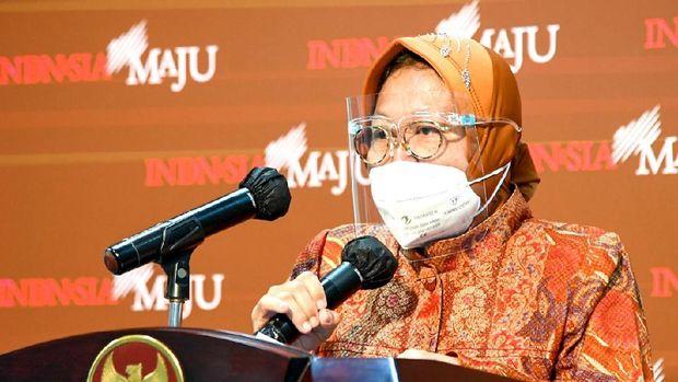 Menteri Sosial Tri Rismaharini memberi keterangan soal penyaluran bansos /  Foto: Rusman - Biro Setpres