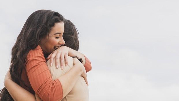 Kontak sosial dan sentuhan fisik sangat diperlukan untuk mengatasi kesepian.