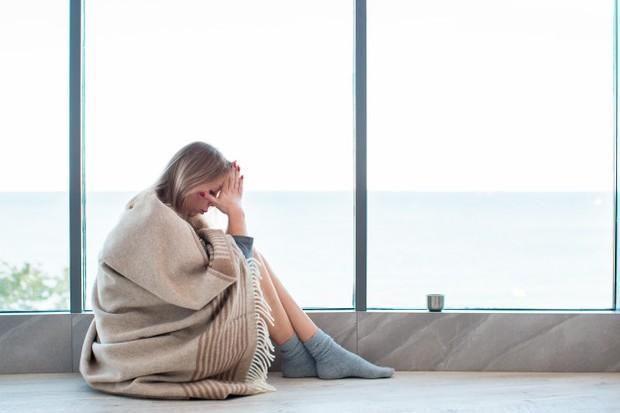 Tindakan satu ini merupakan kelakuan yang sering dilakukan oleh banyak wanita setelah putus.