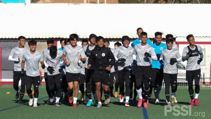 Sesi latihan Timnas Indonesia U-19 di Spanyol