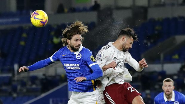 Brighton's Davy Proepper, left, jumps for a header with Arsenal's Pablo Mari the English Premier League soccer match between Brighton and Arsenal at the Falmer stadium in Brighton, England, Tuesday, Dec. 29, 2020. (AP Photo/Frank Augstein, Pool)