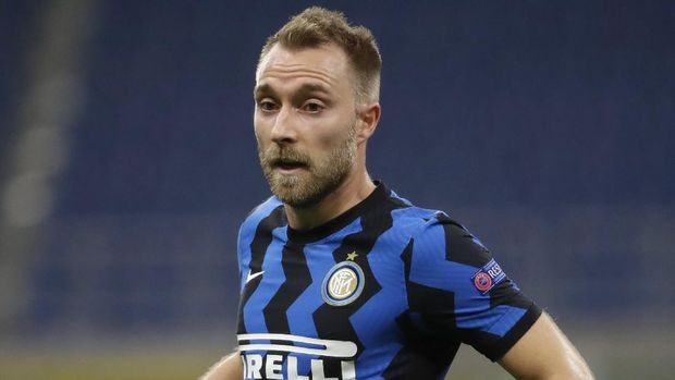 Inter Milan's Christian Eriksen controls the ball during the Champions League group B soccer match between Inter Milan and Borussia Moenchangladbach at the San Siro stadium in Milan, Italy, Wednesday, Oct. 21, 2020. hristian Eriksen's short-lived Inter Milan career is expected to end in January. Eriksen only joined Inter at the start of the year but the club's CEO Giuseppe Marotta confirmed on Wednesday that the midfielder is among the players the Nerazzurri are willing to sell. (AP Photo/Luca Bruno)
