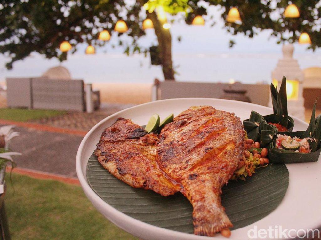Ikan Beachfront Restaurant : Menikmati Ikan Bakar Mahi-mahi dengan Panorama Laut