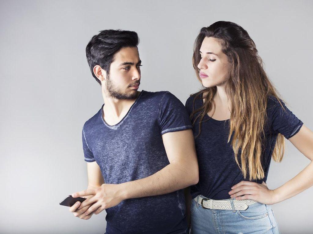 Inikah Alasan Pria Diam-diam Berbagi Link Video Syur di Grup Chat?