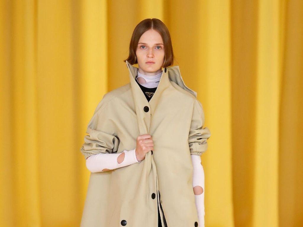 10 Koleksi Terbaru Prada Spring/Summer 2021: Coat Hingga Motif Playful