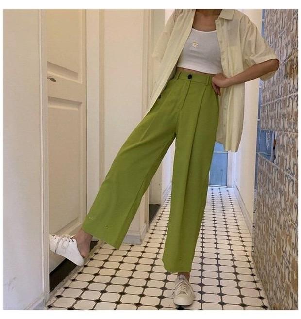 Celana lebar adalah cara mudah untuk tampil chic tapi dengan cara nyaman.