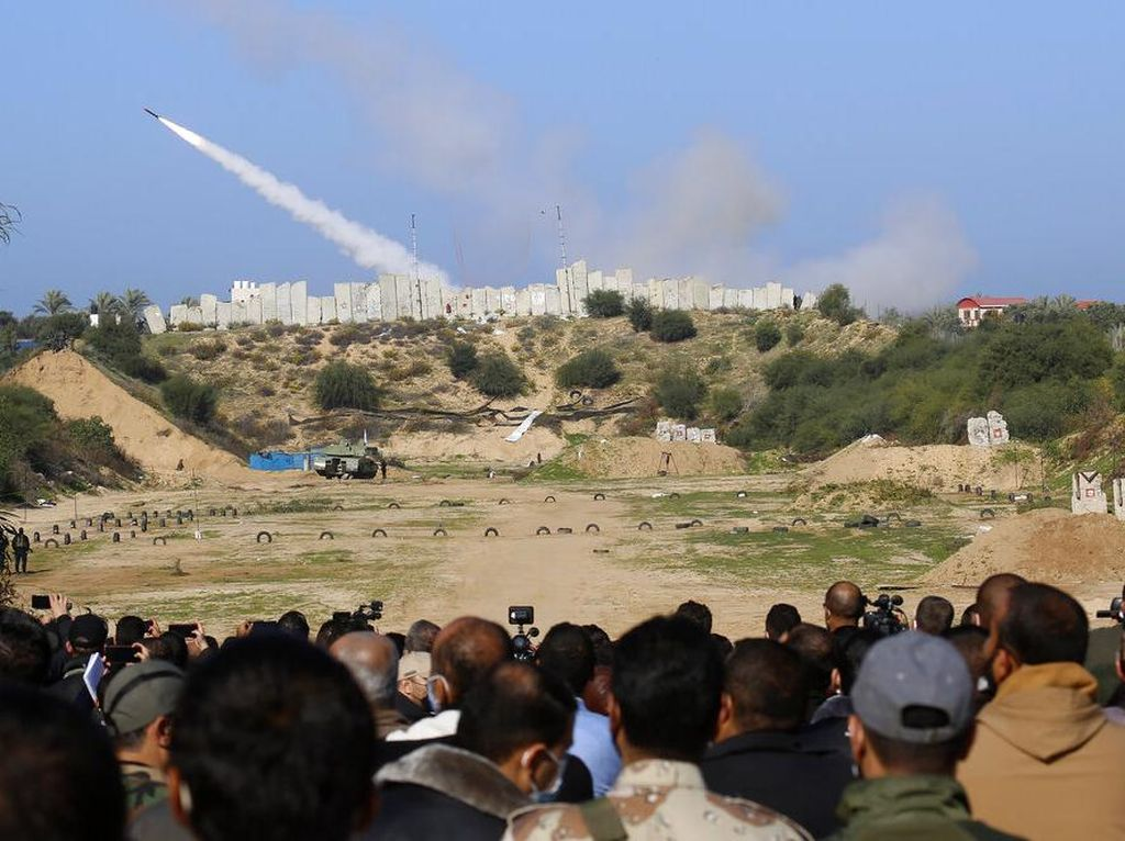 Melihat Kelompok Militan Palestina Latihan Militer di Jalur Gaza
