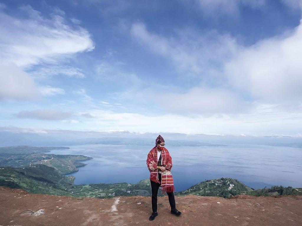 Sandiaga Uno Terkesan dengan Danau Toba, Berharap Bisa Bangkit Lagi