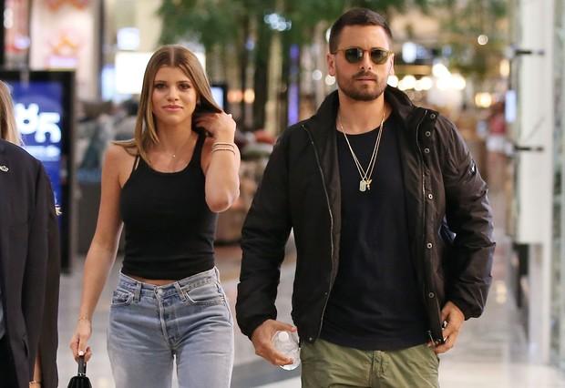 Sebuah sumber, Us Weekly, pernah mengklaim Scott Disick dan Sofia Richie sudah berpisah setelah hampir tiga tahun bersama pada Mei 2020.
