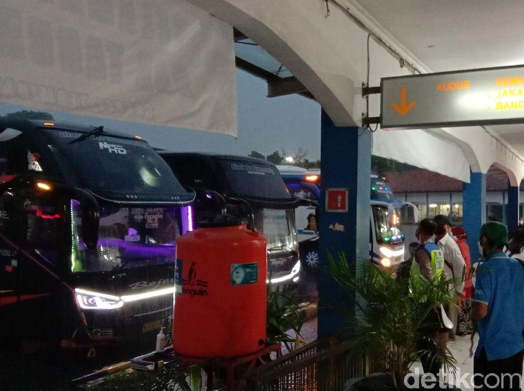 Libur Tahun Baru, Terminal Bus di Kudus Sepi Penumpang