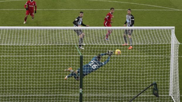 Newcastle's goalkeeper Karl Darlow makes a save from Liverpool's Roberto Firmino, second right, during the English Premier League soccer match between Newcastle United and Liverpool at St James' Park stadium in Newcastle, England, Wednesday, Dec. 30, 2020. (AP Photo/Scott Heppell)