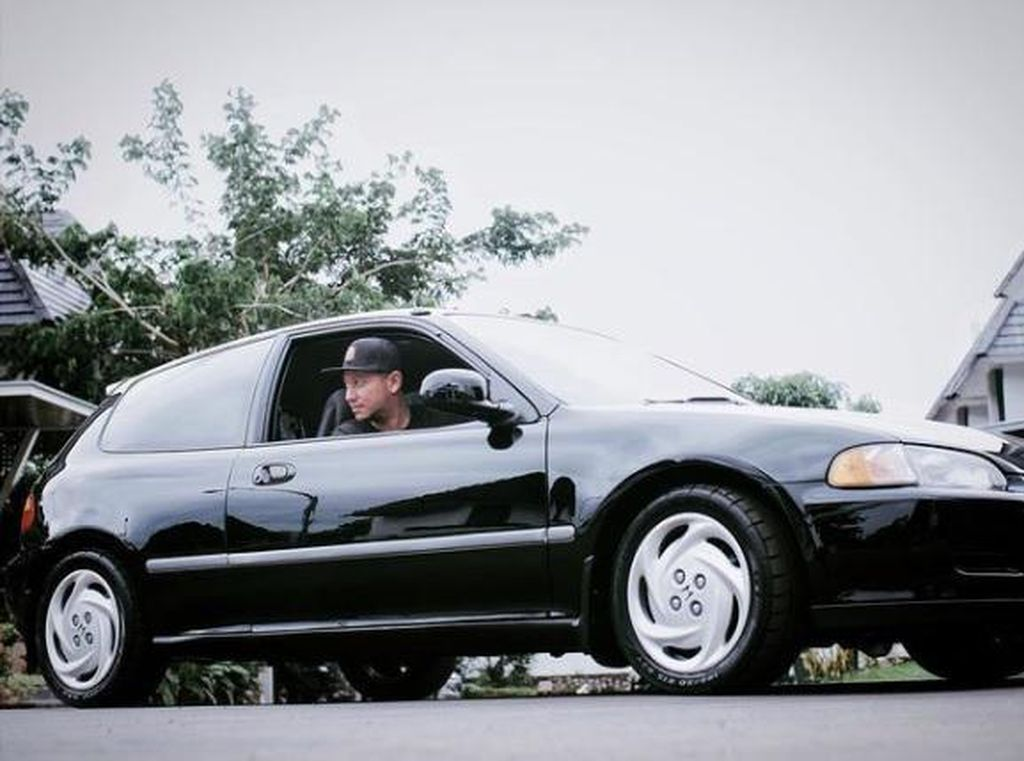 Gading Marten Pakai Pelat Mobil B 63 MPI, Curi Perhatian Netizen