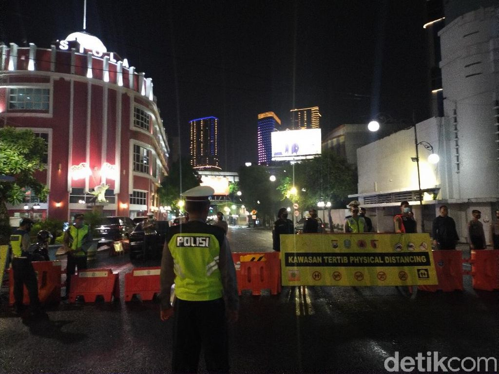 Jangan Berkerumun! Jalan Darmo dan Tunjungan Mulai Ditutup Jam 8 Malam