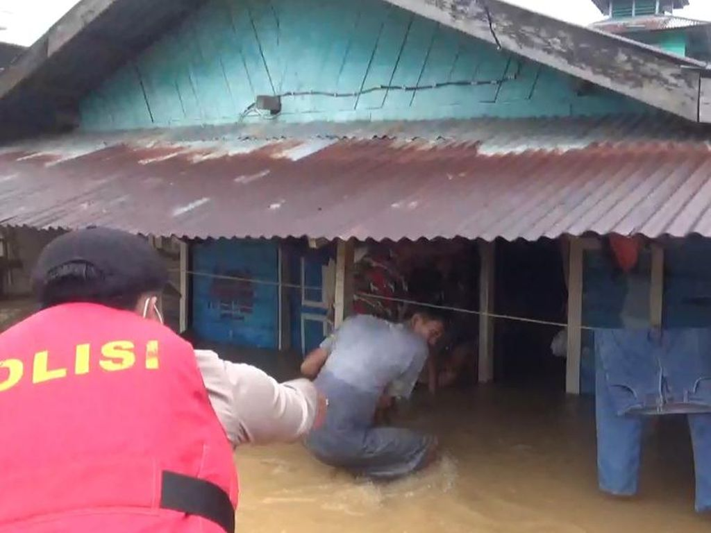 22 Kelurahan di Kota Jambi Kebanjiran, Ratusan Warga Dievakuasi