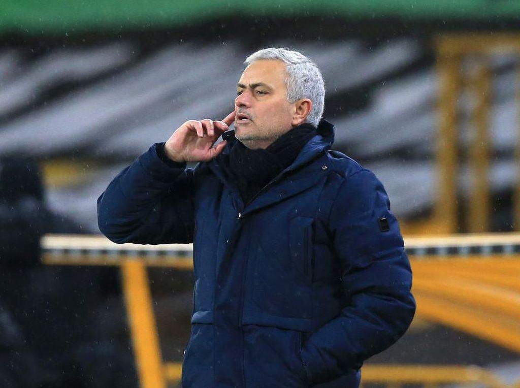Dipecat Spurs, Jose Mourinho Pamer Masa-masa Jayanya
