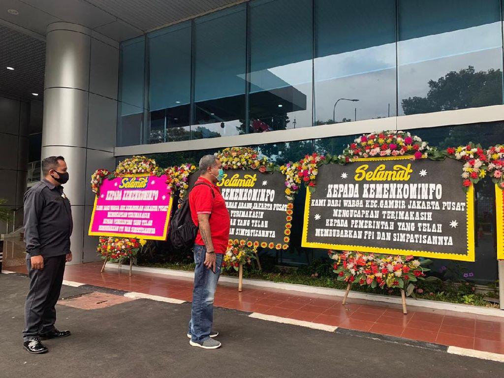 Blokir FPI di Internet, Kantor Kominfo Dibanjiri Karangan Bunga
