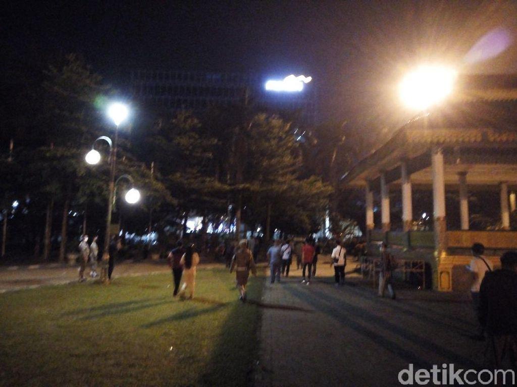 Malam Tahun Baru, Satpol PP Usir Warga yang Berkumpul di Lapangan Merdeka Medan