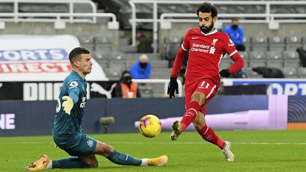 Newcastle's goalkeeper Karl Darlow saves a shot by Liverpool's Mohamed Salah during the English Premier League soccer match between Newcastle United and Liverpool at St James' Park stadium in Newcastle, England, Wednesday, Dec. 30, 2020. (Stu Forster/ Pool via AP)