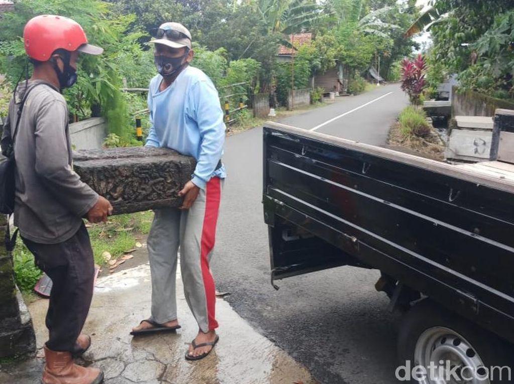 Batu Diduga Bagian Candi Sewu di Pinggir Jalan Klaten Dievakuasi