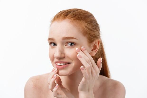 Skincare Maskne jerawat ini akan tumbuh di sekitar pipi, mulut dan juga rahang/freepik.com